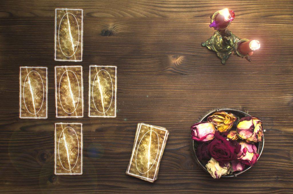 Canva Tarot cards. Fortune teller concept. Divination. 1024x678 - Tarocchi a basso costo